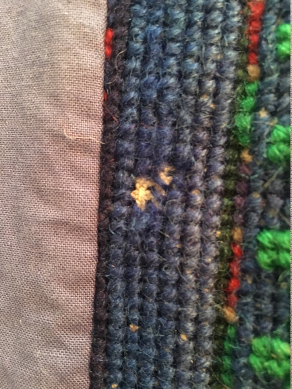 Tapis laine broderie sur canevas XXème 810