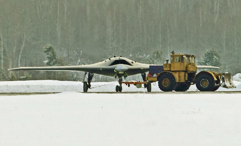 """S-70 """"Okhotnik"""" UCAV - Page 3 001115"""