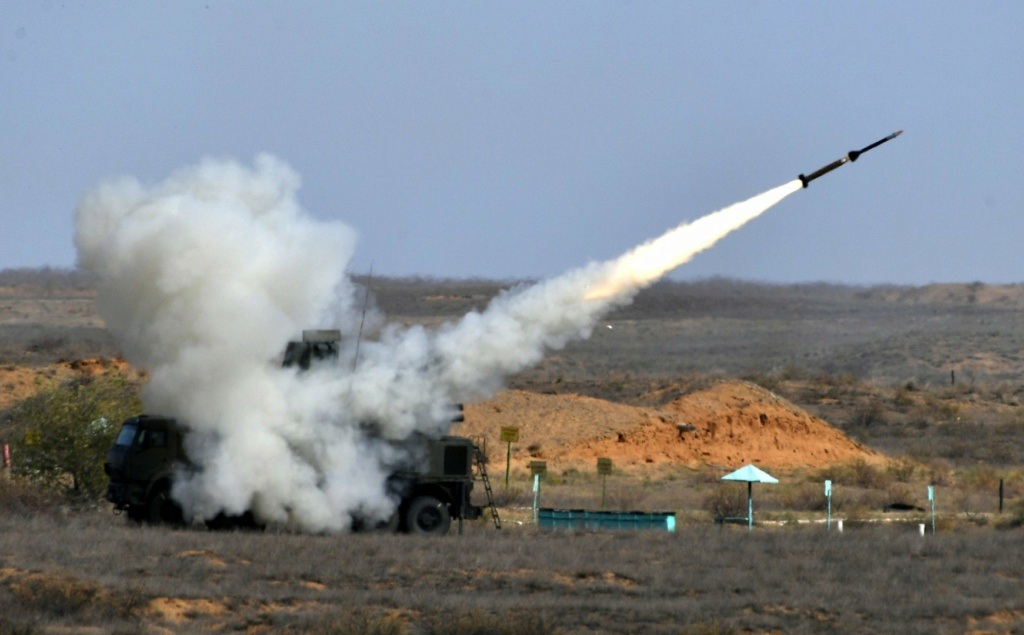 Pantsir missile/gun AD system Thread: #2 - Page 11 Eijgmj10