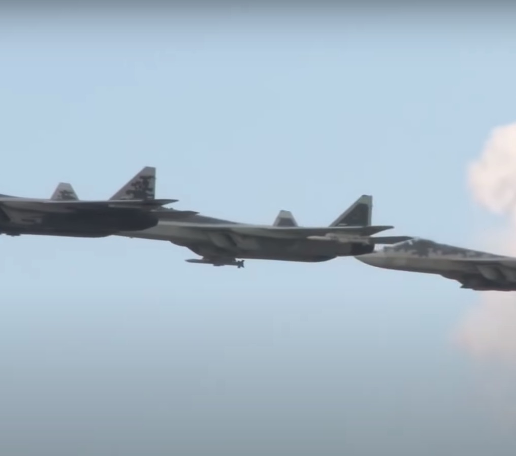 Su-57 Stealth Fighter: News #6 - Page 18 Ejfv3w10