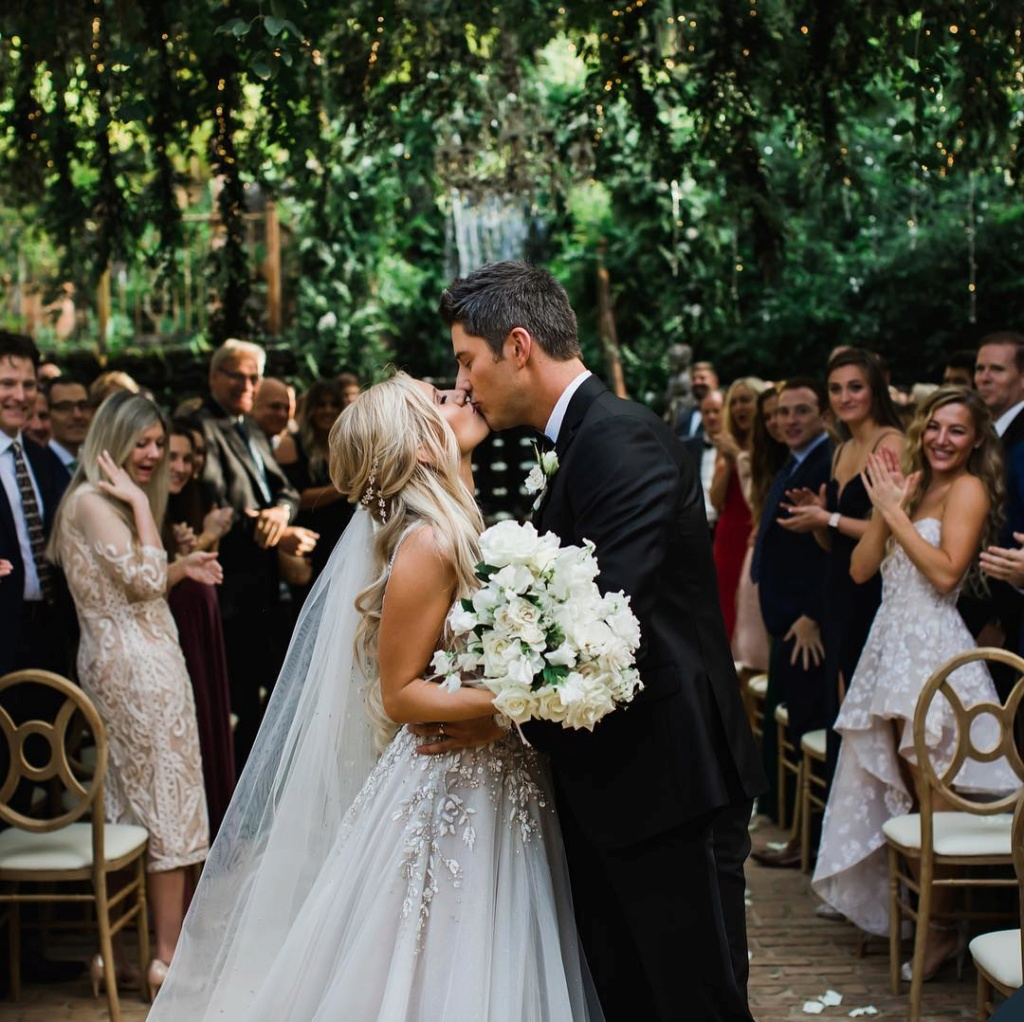 Arie Jr & Lauren Luyendyk - FAN Forum - Wedding - Discussion - Page 15 First_10