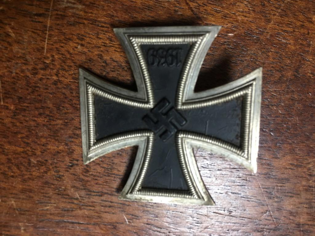 décoration et badge allemand ww2 Img_7010
