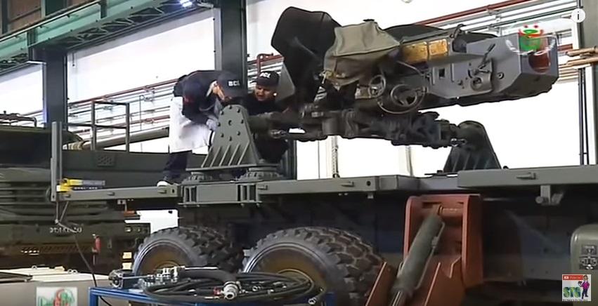 العراق يعيد للخدمه مدفعيه D-30 عيار 122 ملم محموله على الشاحنات  310