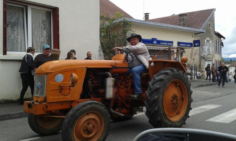 Embouteillage dans les rues de Rioz en Haute Saone 20190533