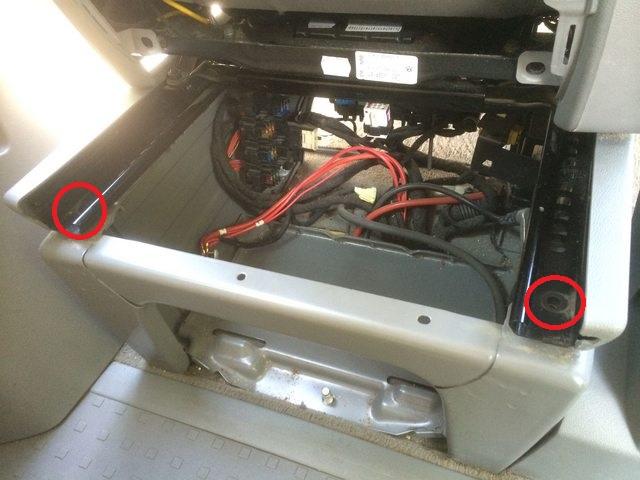 Comment accéder à la batterie auxilliaire sous siège conducteur? 3ctqco10