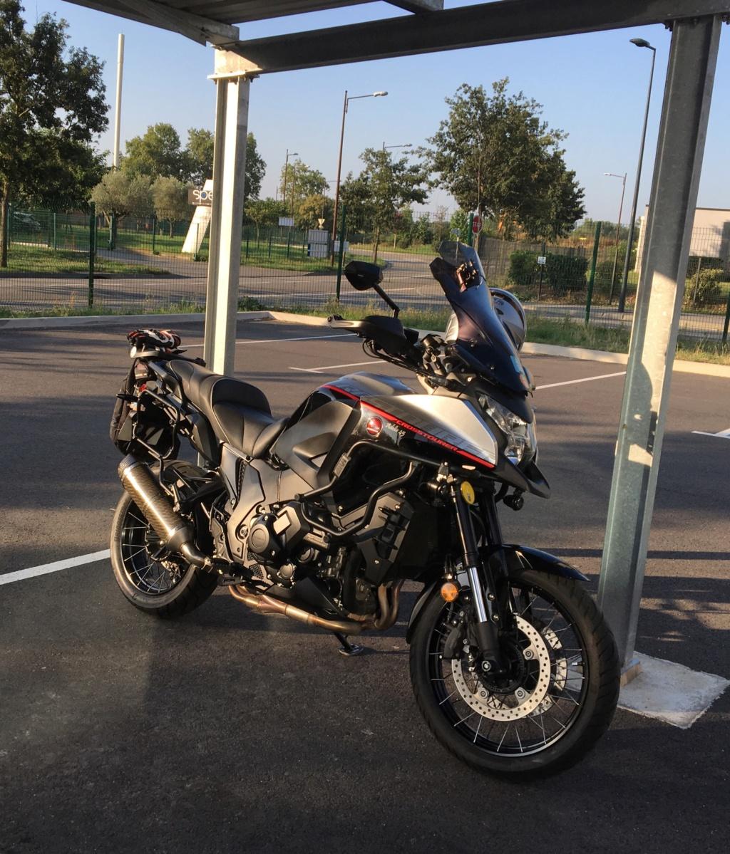 Manœuvrer une moto quand on est un petit gabarit  0d457b10