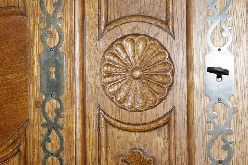 Une armoire Armoir12