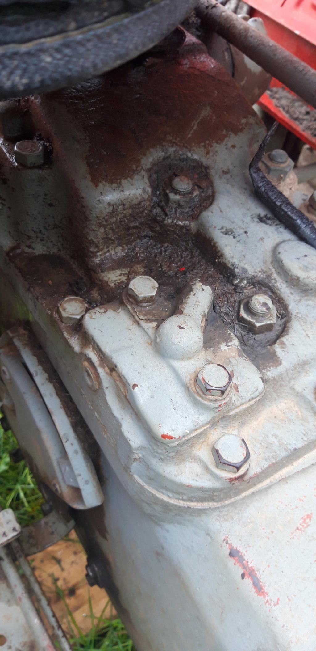 [MF 147 Ebro]  Tractor se paró, embrague nuevo... Fusibl10
