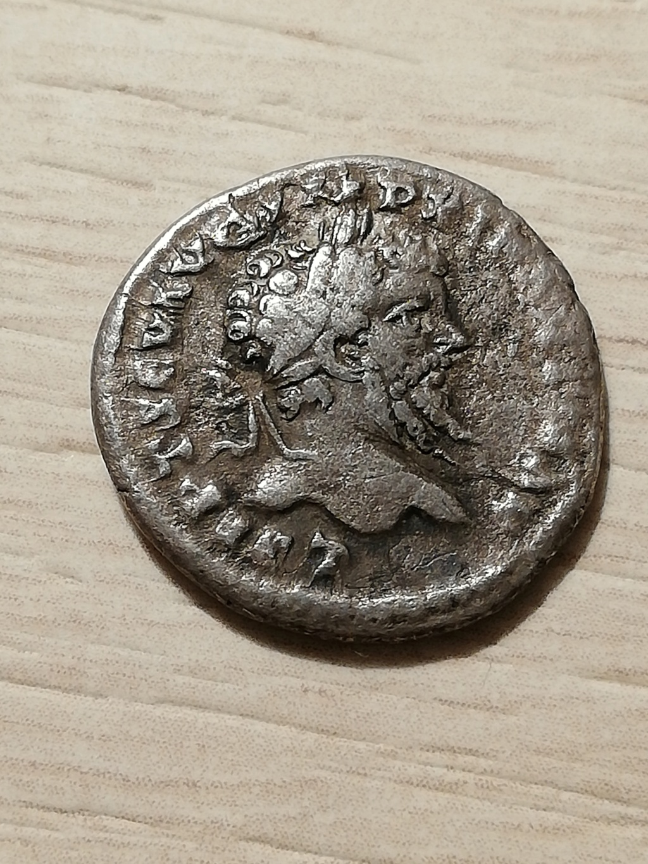 Denario de Septimio Severo. COS II PP. Victoria a izq. Laodicea ad Mare. Denari10