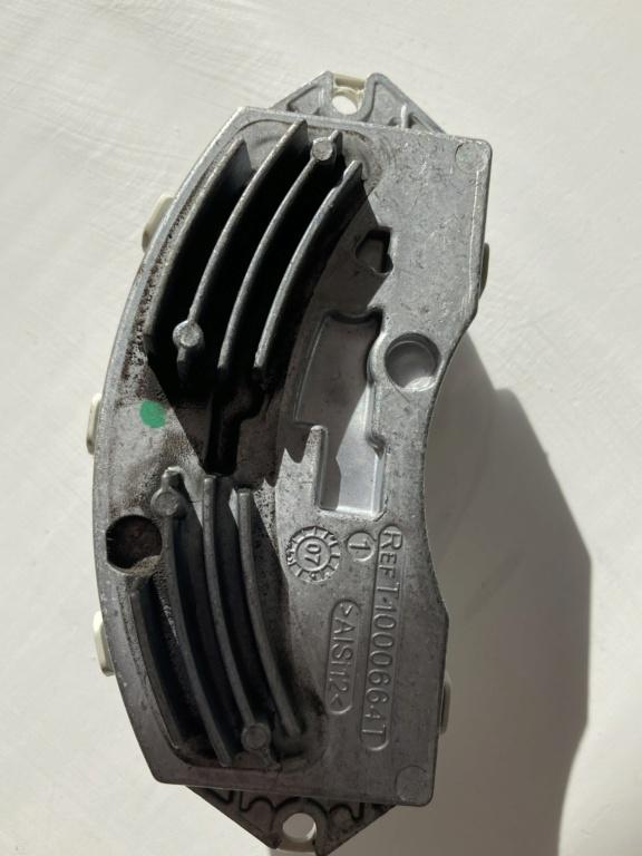 [ BMW E81 118d an 2008 ] Problème de ventilation (résolu) Img_5312