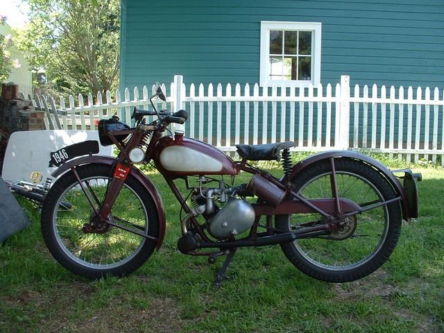 ? la moto mystère n°124 ?     trouvée B11