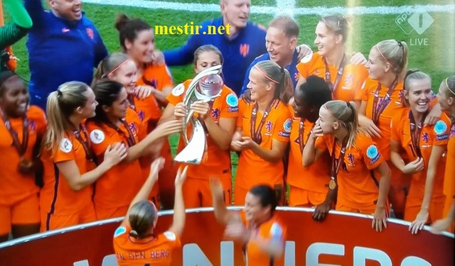 Les Pays-Bas remportent l'Euro féminin à domicile après une finale spectaculaire  20604310