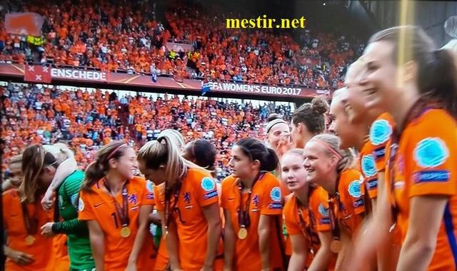 Les Pays-Bas remportent l'Euro féminin à domicile après une finale spectaculaire  20621010
