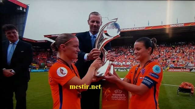 Les Pays-Bas remportent l'Euro féminin à domicile après une finale spectaculaire  20637910