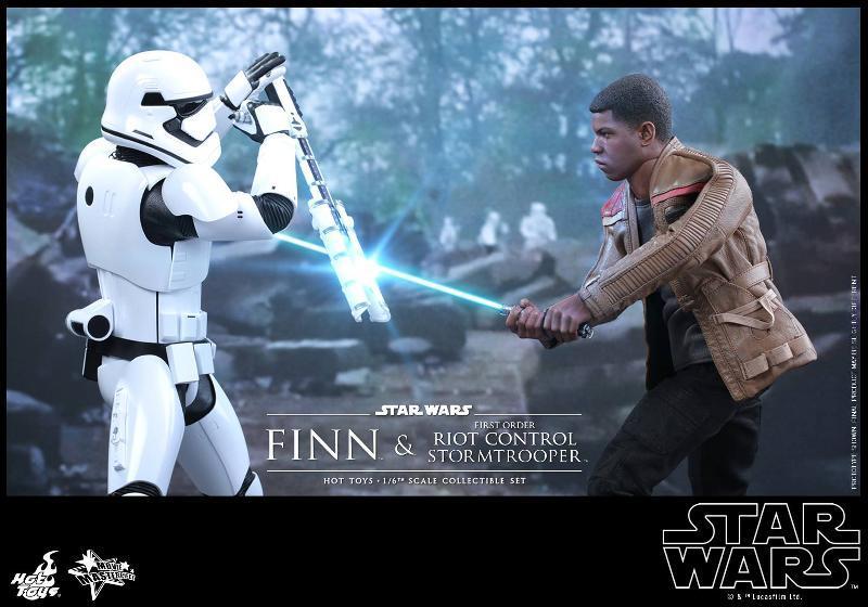 Star Wars: TFA Finn & First Order Riot Control Stormtrooper Finn-s10