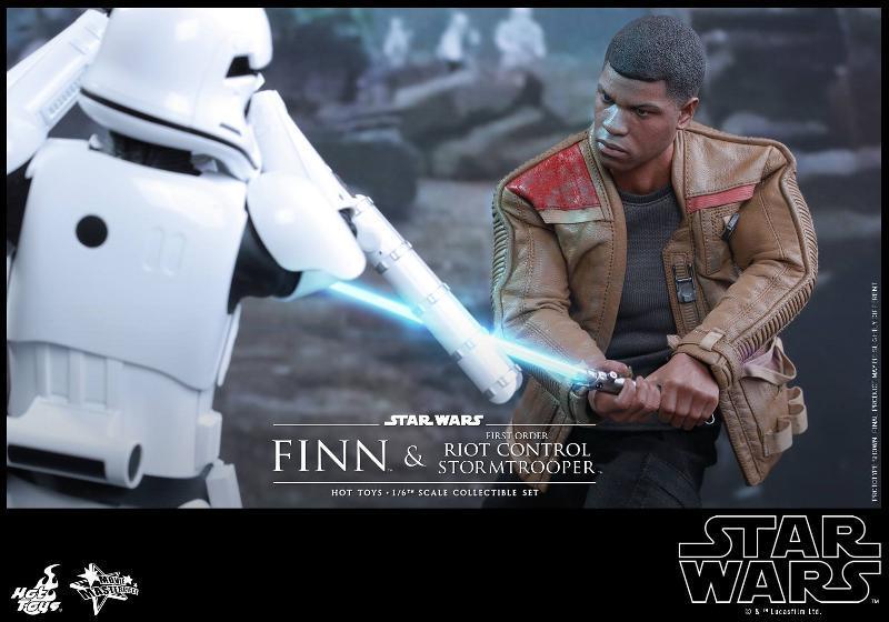 Star Wars: TFA Finn & First Order Riot Control Stormtrooper Finn-s11