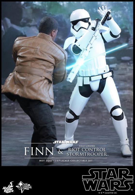 Star Wars: TFA Finn & First Order Riot Control Stormtrooper Finn-s12