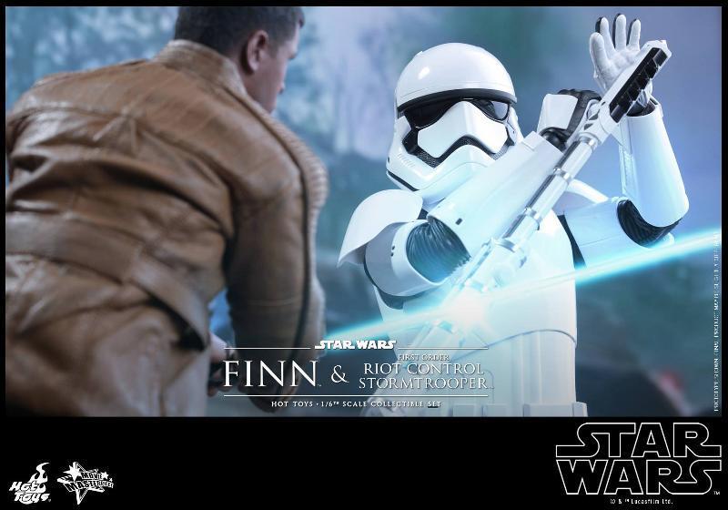 Star Wars: TFA Finn & First Order Riot Control Stormtrooper Finn-s13