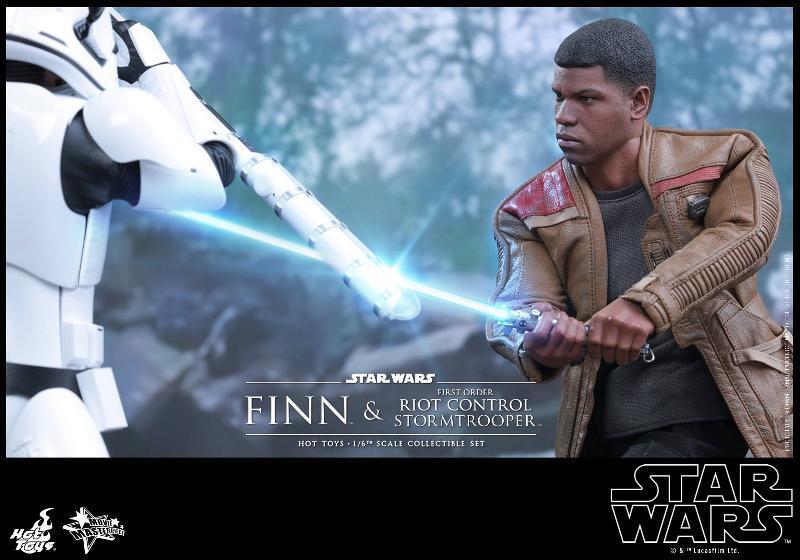 Star Wars: TFA Finn & First Order Riot Control Stormtrooper Finn-s15