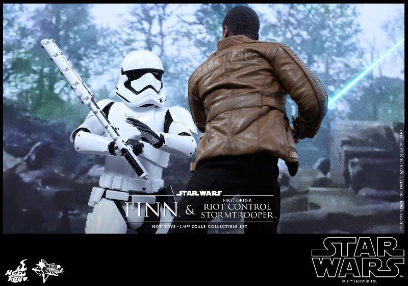 Star Wars: TFA Finn & First Order Riot Control Stormtrooper Finn-s16