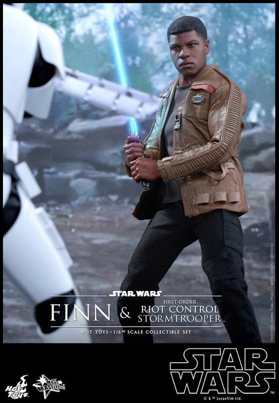 Star Wars: TFA Finn & First Order Riot Control Stormtrooper Finn-s17