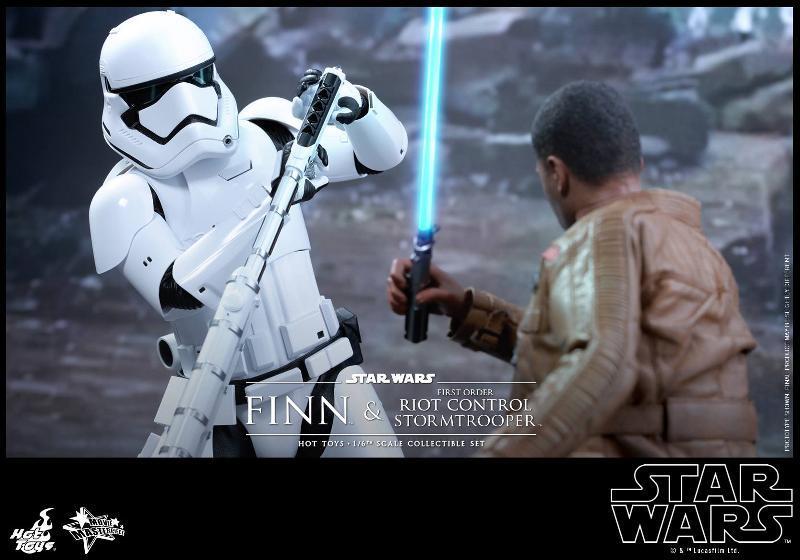 Star Wars: TFA Finn & First Order Riot Control Stormtrooper Finn-s18