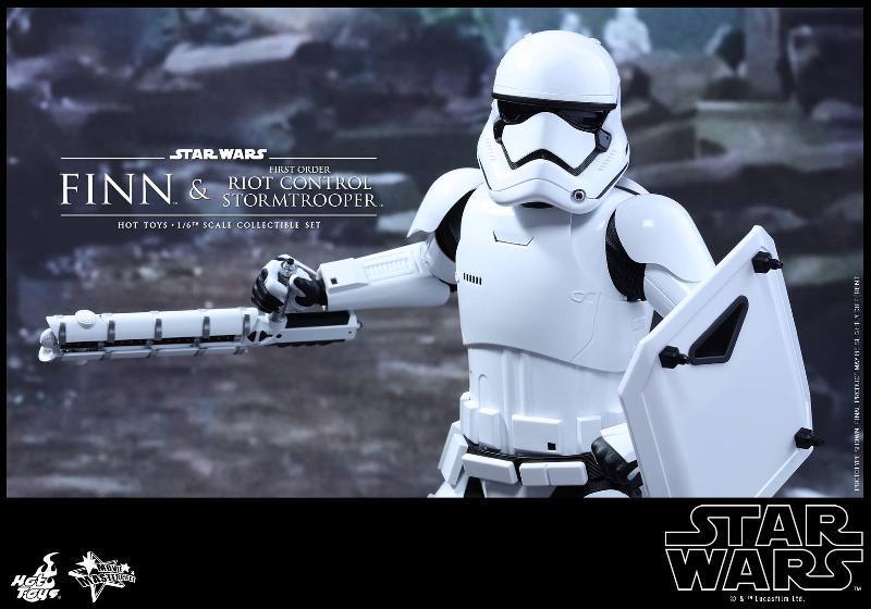 Star Wars: TFA Finn & First Order Riot Control Stormtrooper Finn-s19