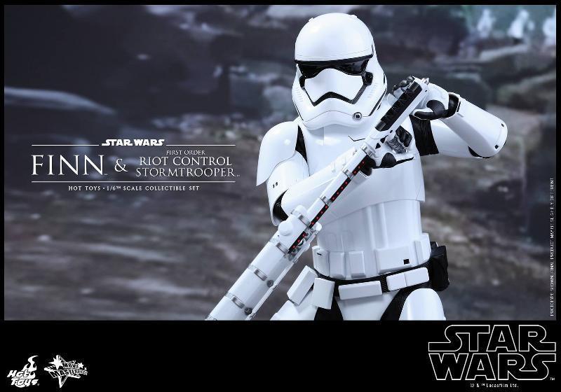 Star Wars: TFA Finn & First Order Riot Control Stormtrooper Finn-s20