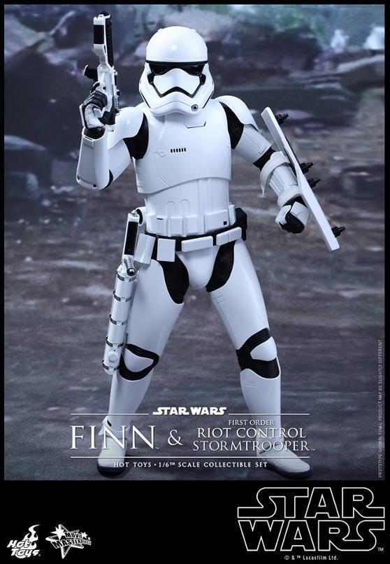 Star Wars: TFA Finn & First Order Riot Control Stormtrooper Finn-s21