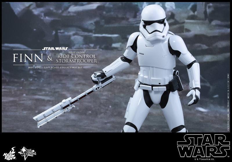 Star Wars: TFA Finn & First Order Riot Control Stormtrooper Finn-s22