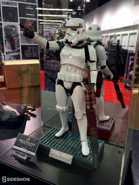 Hot Toys Star Wars: Episode IV ANH 1/6th Scale Spacetrooper Htexcl10
