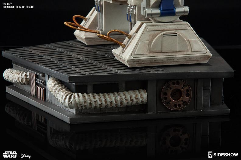 Sideshow Collectibles C-3PO & R2-D2 Premium Format Figures R2d2c321