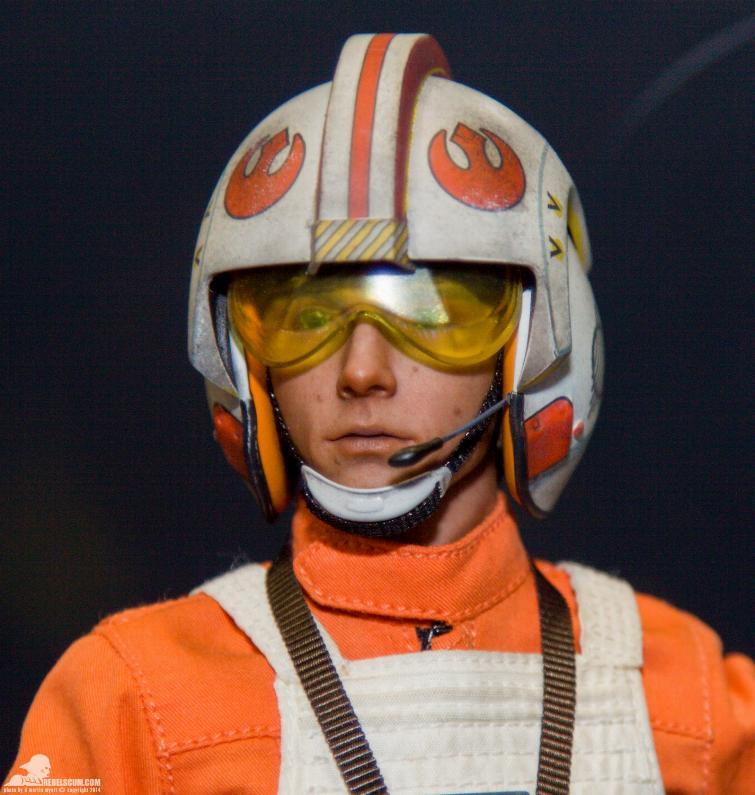 Luke Skywalker: Red Five X-Wing Pilot Sixth Scale Figure Sidesh37
