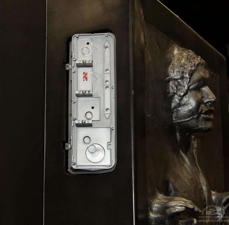 Sideshow - Han solo in Carbonite - Life Size Figure - Page 2 Sidsol12