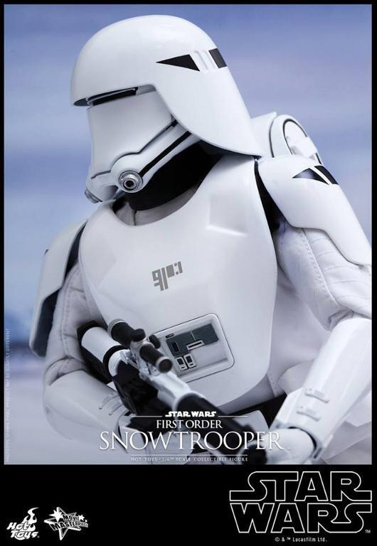 Hot Toys Star Wars: TFA 1/6th scale First Order Snowtrooper Snow_f13