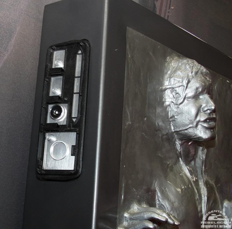 Sideshow - Han solo in Carbonite - Life Size Figure Solo0210