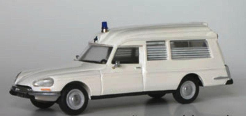 """Citroën miniatures > """"Ambulances, transports de blessés et assistance d'urgence aux victimes"""" Dscurr10"""