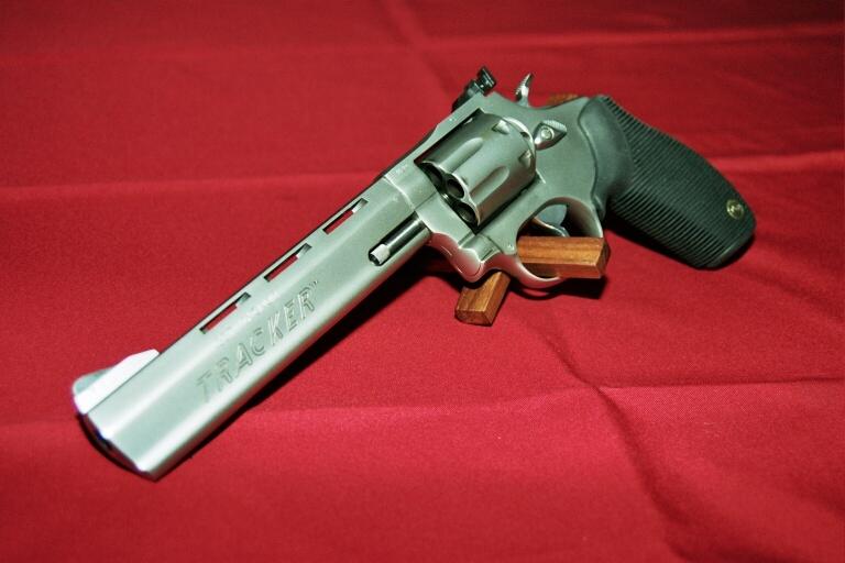 Smith & Wesson mais lequel... - Page 2 Tracke10