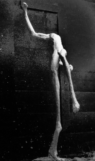 un homme qui tombe (plâtre) Decemb10