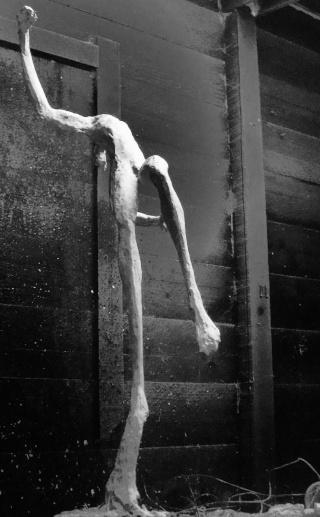 un homme qui tombe (plâtre) Decemb11