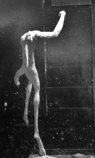 un homme qui tombe (plâtre) Decemb12