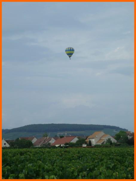 un ballon dans le ciel hier matin Beaune10