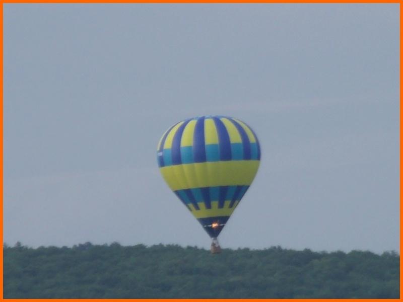 un ballon dans le ciel hier matin Beaune11