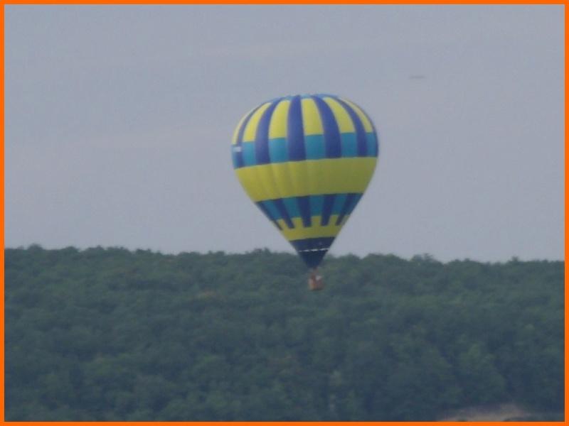 un ballon dans le ciel hier matin Beaune13