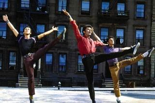 Traverser la rue en dansant et chantant (comédies musicales) Chakir10