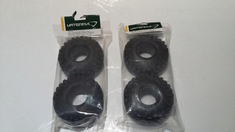 Quels pneus sont livrés sur les Axial Scx10, Que Valent les pneus Axial d'origine, En 1.9 ou 2.2, jantes et mousses sur Scale trial et Crawler 20170911