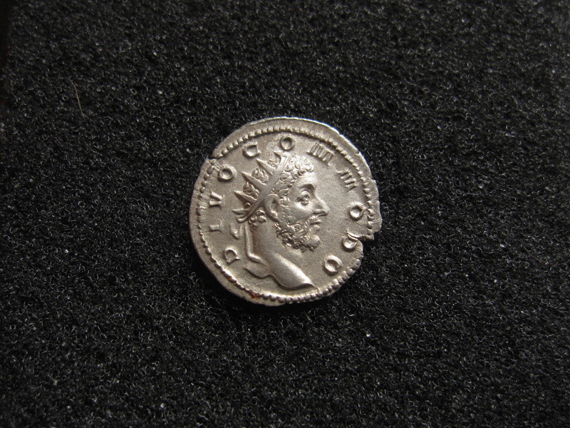 Antoninien DIVI restitution de TRAJAN DÈCE revers commode Img_1710