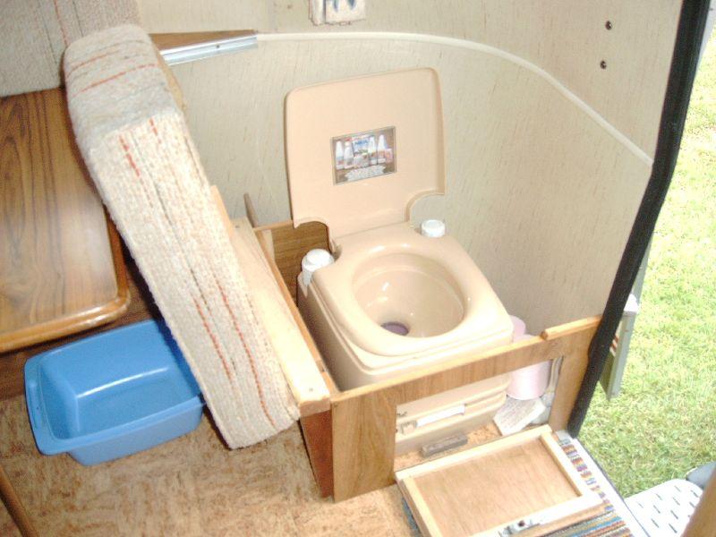 Installation d'un WC chimique Wc_chi11