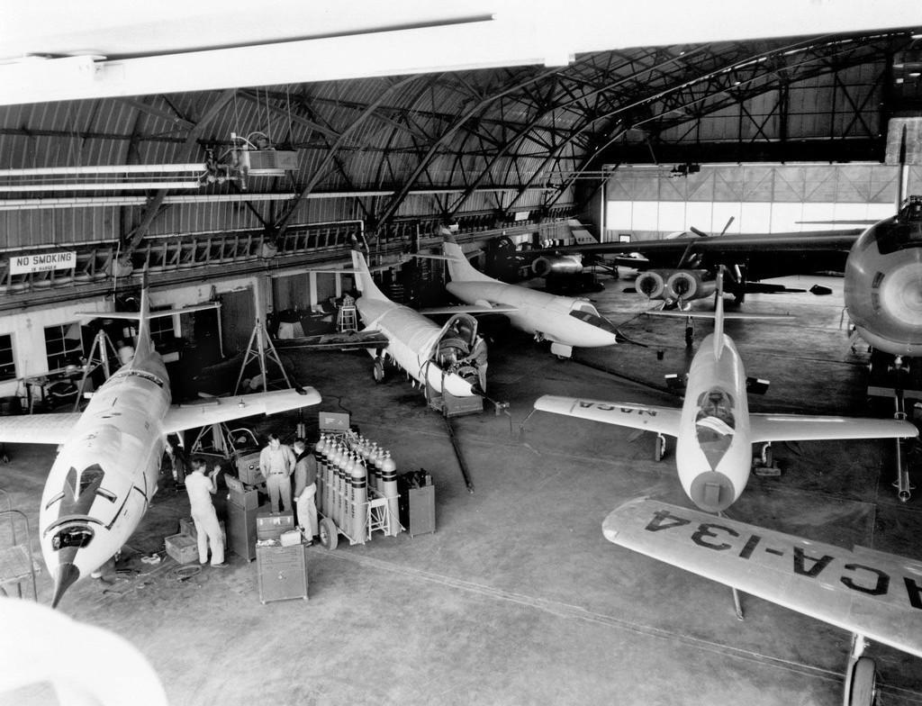 Hangar & tarmac du NACA, 1940's/50's (1:72) - Page 2 Naca_a12