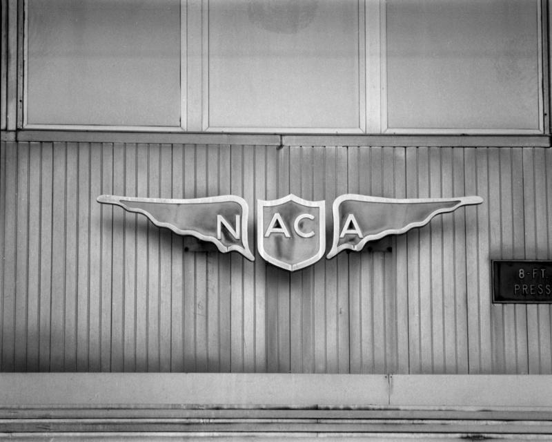 Hangar & tarmac du NACA, 1940's/50's (1:72) Naca_e11